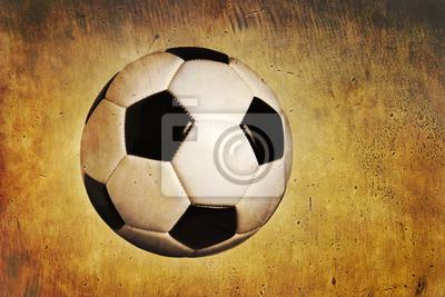 Traditionelle Fußball Ball auf Grunge strukturierten Hintergrund