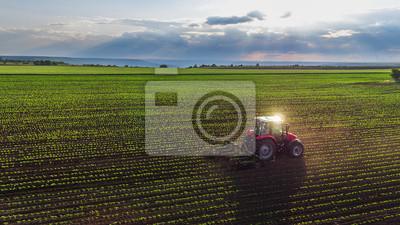 Fototapete Traktor Anbau Bereich im Frühjahr