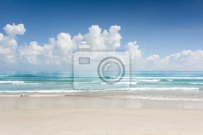 Fototapete Traumhafter Meerblick mit azurblauem Kristallwasser und tropischem Strand