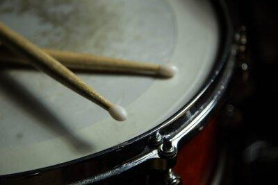 Fototapete Trommeln mit Drumsticks drauf