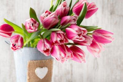 Fototapete Tulpen auf dem grauen Hintergrund.