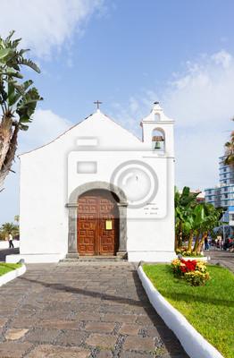Fototapete Typisch kanarische Kirche in Puerto de la Cruz, Teneriffa