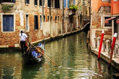 Fototapete Venedig, Italien - Gondoliere und historische Wohnhäuser