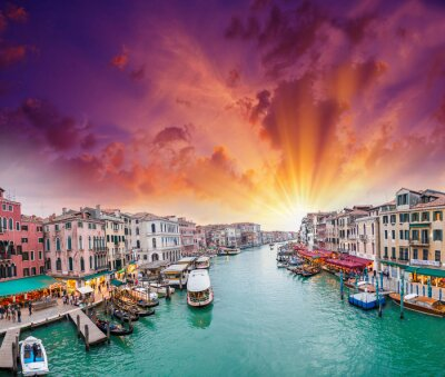 Fototapete Venice. View of Grand Canal at dusk from Rialto Bridge