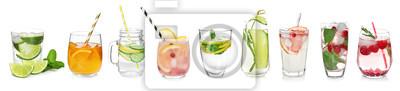 Fototapete Verschiedene Getränke in Gläser auf weißem Hintergrund. Ideen für Sommercocktails