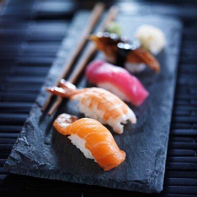 Fototapete Verschiedene Sushi Nigiri auf Schiefer