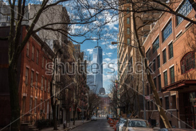 Fototapete View of One World Trade Center from Soho in New York City on a warm winter morning