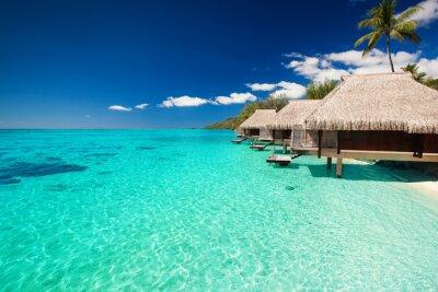 Fototapete Villas auf der tropischen Strand mit Stufen ins Wasser