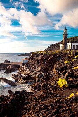 Fototapete Vulkanische Landschaft mit Leuchtturm in der Nähe Salz Fabrik Fuencaliente auf der Insel La Palma in Spanien