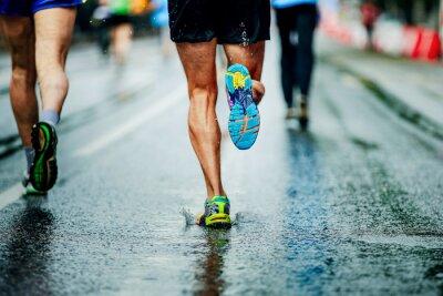 732553e4f0c67c Wasser sprüht unter laufschuhen läufer männer fototapete ...