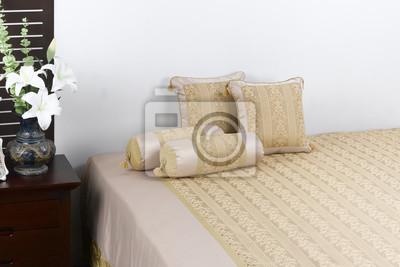 Weich und schmusedecke in eine schöne inneneinrichtung schlafzimmer ...