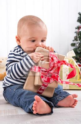 Geschenkideen Familie Weihnachten.Fototapete Weihnachten Baby Mit Geschenk Familie