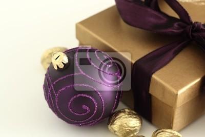 Weihnachtsdeko Lila.Fototapete Weihnachten Weihnachtsdeko Lila Und Gold Auf Weiss