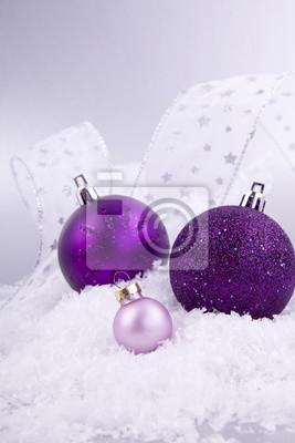 Weihnachtskugel Christbaumschmuck In Rosa Mit Silber Auf Weissem
