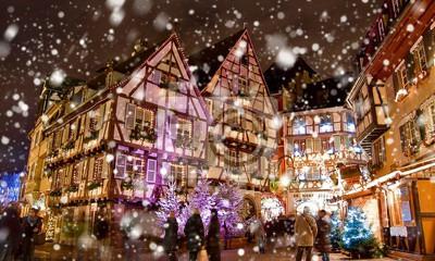 Colmar Weihnachtsmarkt.Fototapete Weihnachtsmarkt Unter Dem Schnee In Colmar Elsass Frankreich