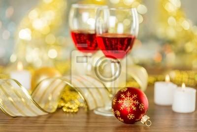 Wein und Weihnachtsbeleuchtung