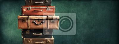 Fototapete Weinlese-Stapel-alte Koffer-Entwurfs-langes Format