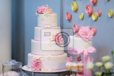 Weisse Hochzeitstorte Mit Rosa Blumen Geschmuckt Fototapete