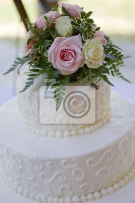Weisse Hochzeitstorte Mit Rosa Rosen Und Pfingstrosen Elfenbeinrosen