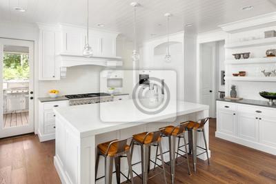 Fußboden Küche ~ Weiße küche interieur in new luxury home mit hartholz fußböden