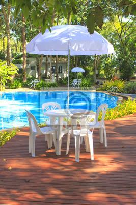 Weiße Kunststoff Gartenmöbel Tisch Und Stühlen Sommerabend
