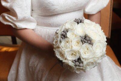 Weisse Rosen Und Graue Brunia Beeren Brautstrauss Fototapete