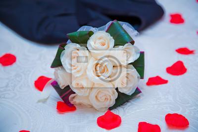 Weisser Blumenstrauss Der Weissen Rosen An Der Hochzeit Valentinstag