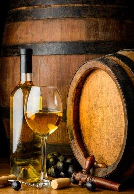 Fototapete Weißwein auf Holzfass Hintergrund