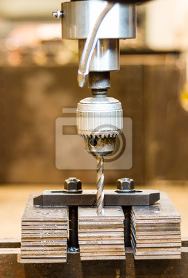 Werkzeug Bohrungen auf Stahlplatte Pack