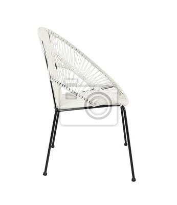 White Rattan Outdoor Stuhl Auf Weissem Hintergrund Seitenansicht