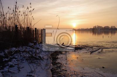 Winterlicher Sonnenuntergang Am Bodensee Uber Der Insel Lindau