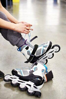 Fototapete Woman wears roller skates in sports shop