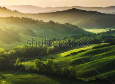 Fototapete Wunderschön beleuchtete Landschaft der Toskana