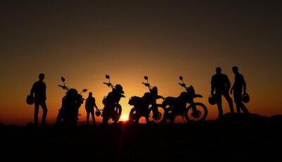 Fototapete gündoğumu izleyen motorcular