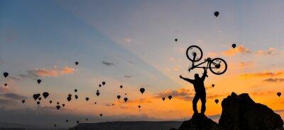 Fototapete sıradışı bisikletçi ve güç gösterisi