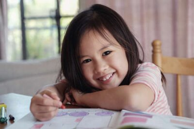 Fototapete Young Asian girl drawing at home, homeschool education