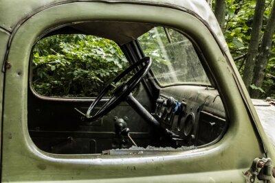 Fototapete Zil 157. Alte russische Auto, in dem Baum aus schwer zugänglichen Ecken der Bergwälder zu erreichen.