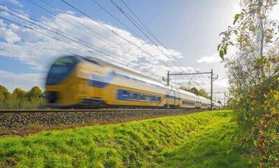Fototapete Zug fahren in Richtung der Sonne im Herbst