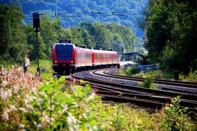 Fototapete Zug verlässt den Bahnhof, Abfahrt