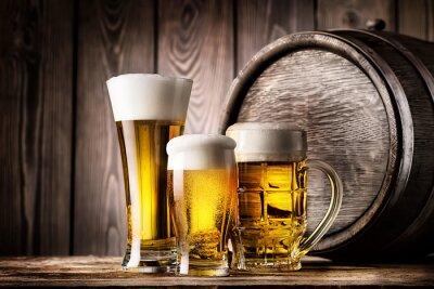 Fototapete Zwei Gläser und Becher helles Bier