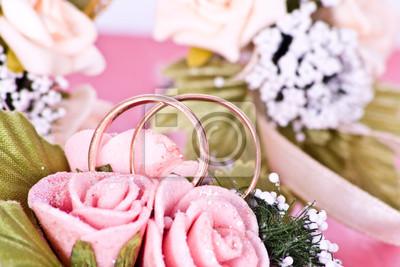 Zwei Goldene Hochzeit Ringe Auf Blumen Makro Erschossen Fototapete
