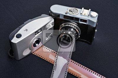 Zwei vintage entfernungsmesser kamera und rollen von film