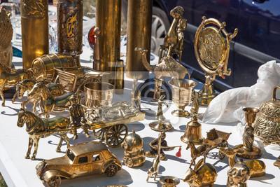 b4a4d52d70527 Fototapete Zweite Hand Messing Objekte für die Sammlung bei Garage Verkauf