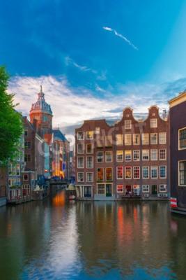 Abend Amsterdam Kanal, Kirche und Brücke