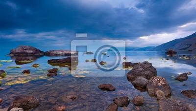 Abend Seestück mit regen Wolken