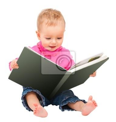 adorable ein Jahr altes Baby ein Buch zu lesen. isoliert auf weiß und