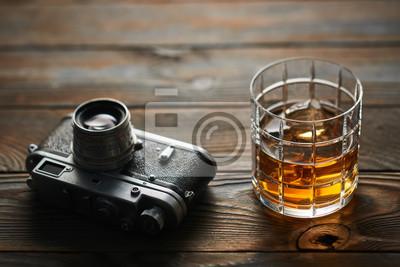 Entfernungsmesser Städte : Alte entfernungsmesser kamera und whisky wandposter u poster rost