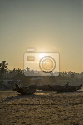 Alte Fisheman Boote auf Meer Strand bei Morgen