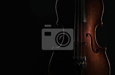 Alte Violine auf dunklem Hintergrund