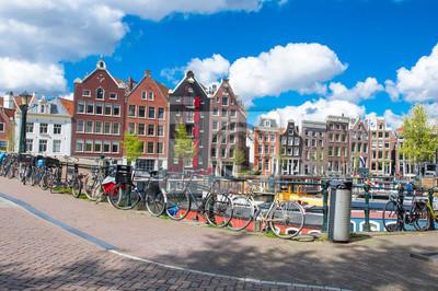 Amsterdam ist die bevölkerungsreichste Stadt des Königreichs der Niederlande.
